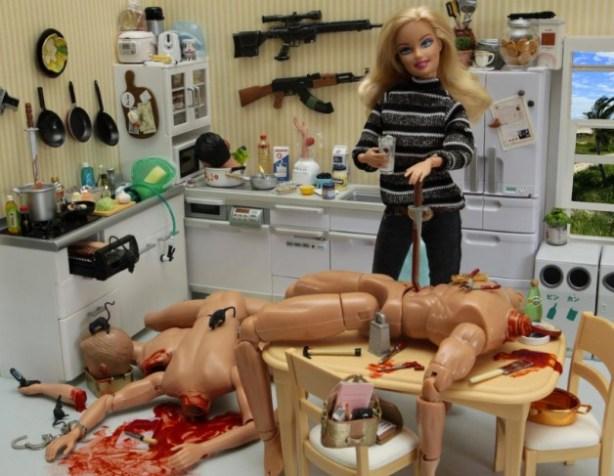 Dans «Beaux Arts Magazine» - (septembre 2011) on trouve une Barbie Bouchère. Minutieusement mises en scène par l'artiste Mariel Clayton, ces saynètes sont composées de détails charmants [...]. A la question «Pourquoi Barbie ?», l'artiste répond qu'elle la hait pour le stéréotype de la femme parfaite qu'elle représente qui ne correspond à aucune femme réelle.